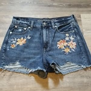 AEO Mom Short with Floral Embroidery High Rise 4